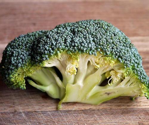 El brócoli es beneficioso para las encías